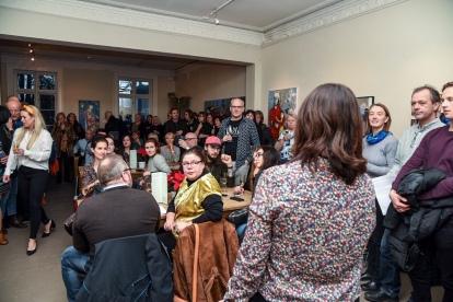 Elena Pérez, daglig og kunstnerisk leder holder tale. Desemberutstilling 2018. Åpning. Foto: Diana Lindbjerg